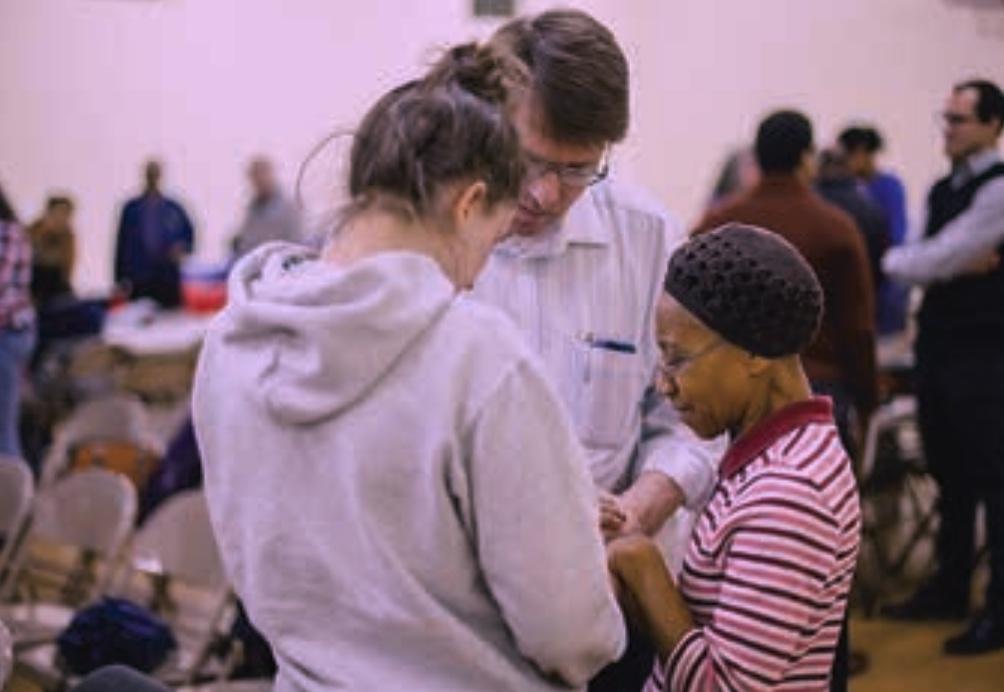volunteers praying together